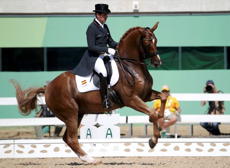 Equestrian: Latin-themed dressage ride goes viral | Reuters
