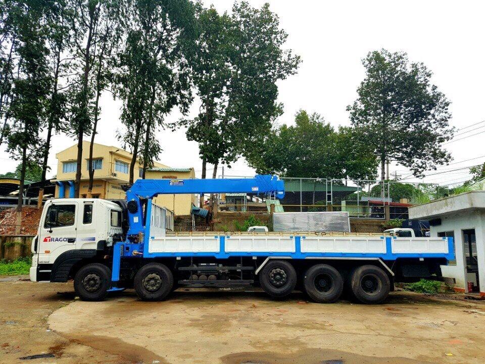 D:\HỢP DỒNG\Pictures\HYUNDAI\CẨU\hình xe cẩu hyundai\HD 360 UNIC 800\DONGYANG SS2037\DONGYANG SS1926\xe-tải-hyundai-25-tấn-gắn-cẩu-dong-yang-7-tấn-model-ss1926 (4).jpg