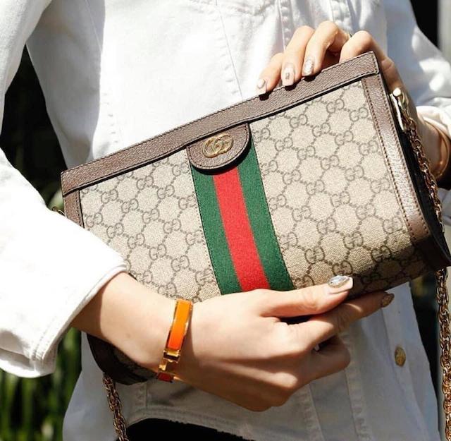 Giá cầm túi xách hàng hiệu phụ thuộc vào độ mới của túi