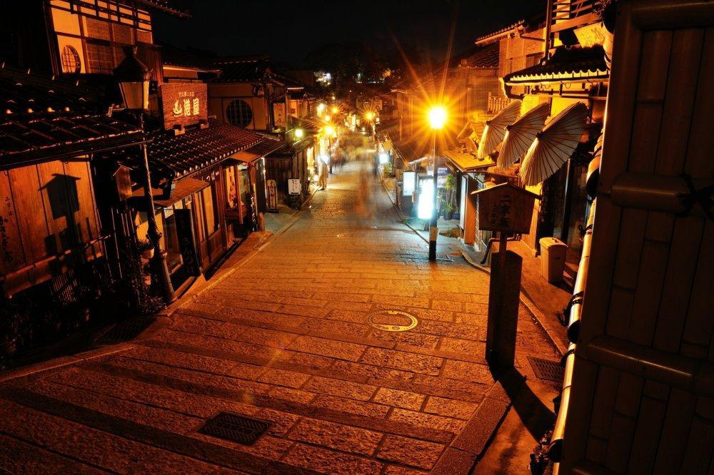 ยามค่ำคืนในเกียวโต - เกียวโต - Japan Travel