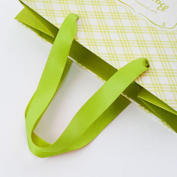 Dây ruy băng túi giấy
