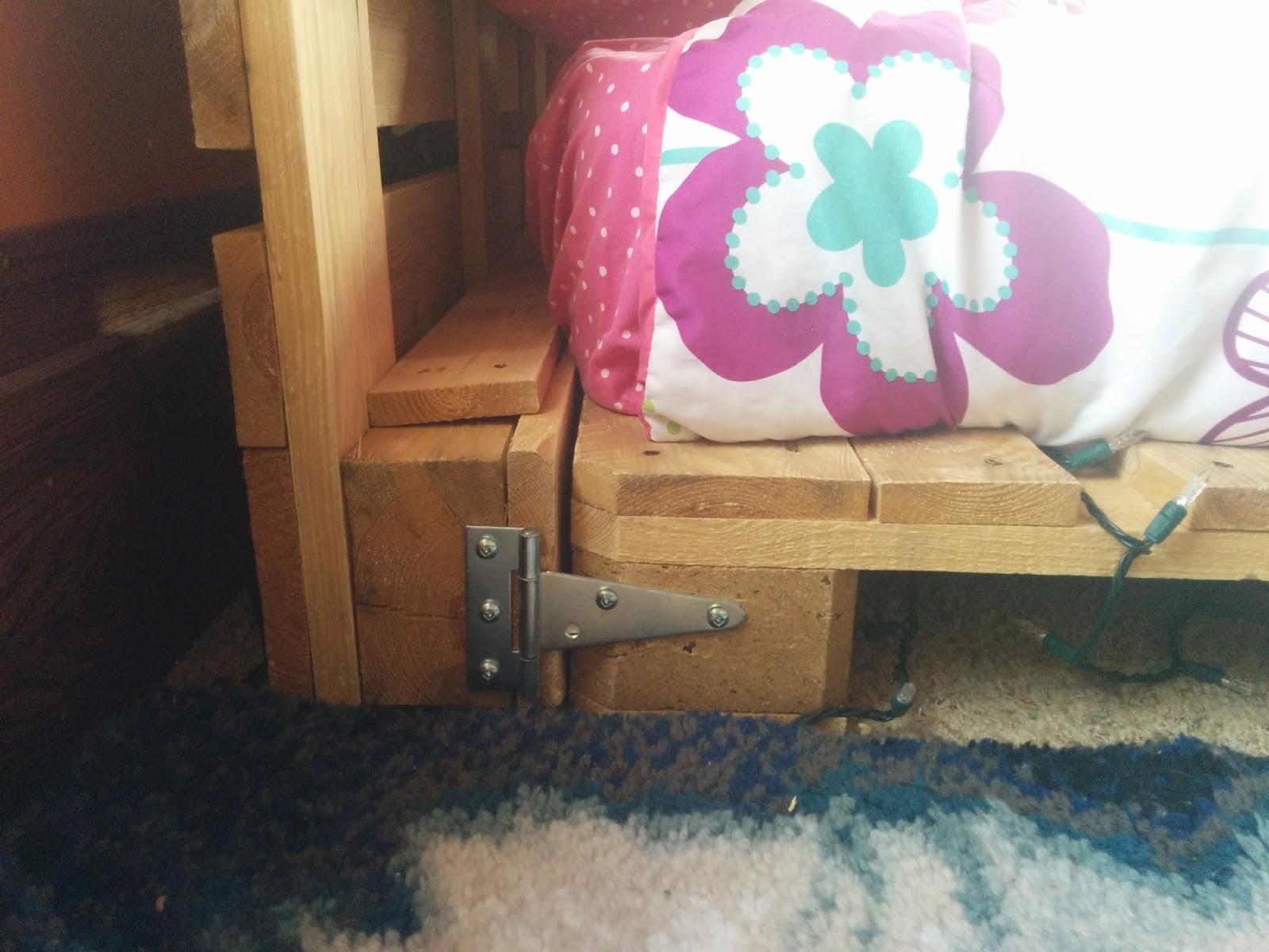 DIY Pallet Bed 4.jpg