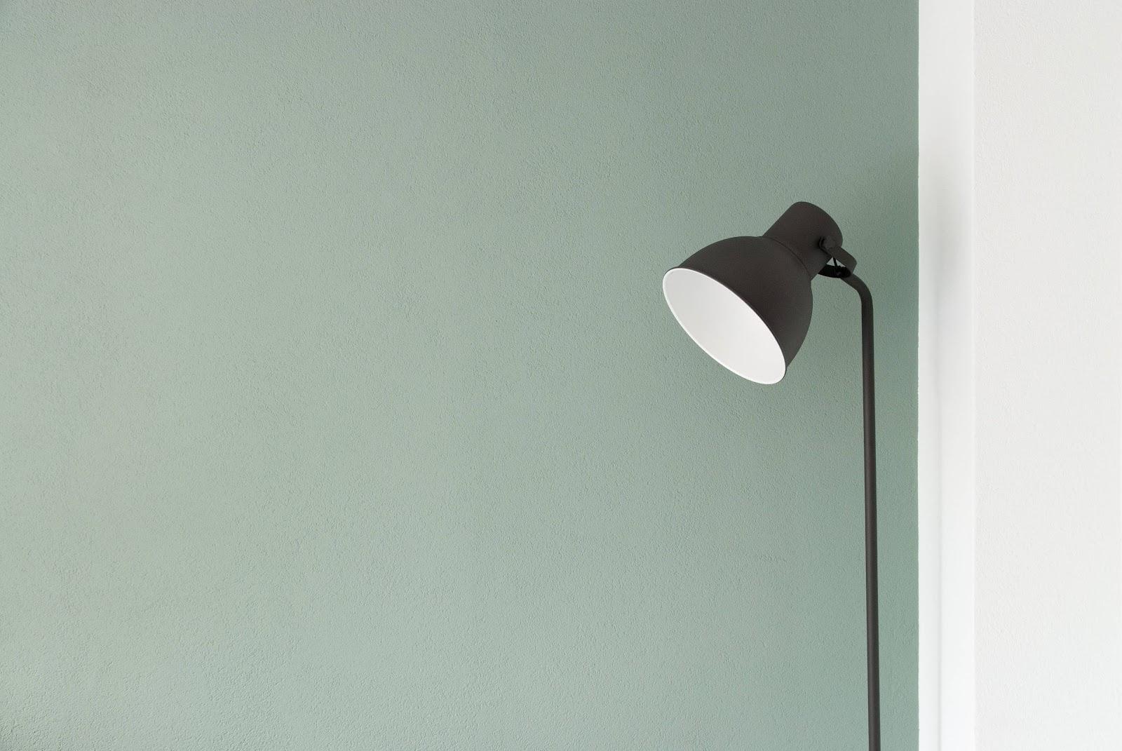 lampada-nera-luce-bianca