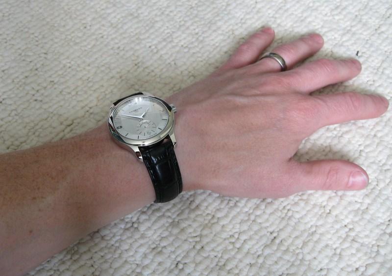 http://img810.imageshack.us/img810/9326/wristshot2.jpg