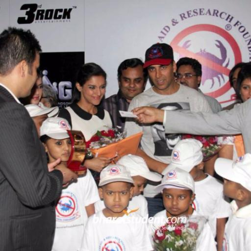 Charity Work > Akshay Kumar | @vikramreddy | MrOwl