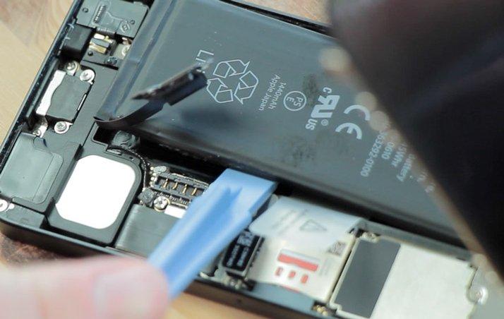thay-pin-cho-iphone5-8