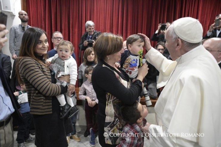 Cuộc nói chuyện của Đức Thánh Cha với thiếu nhi xứ Thánh Maddalena di Canossa
