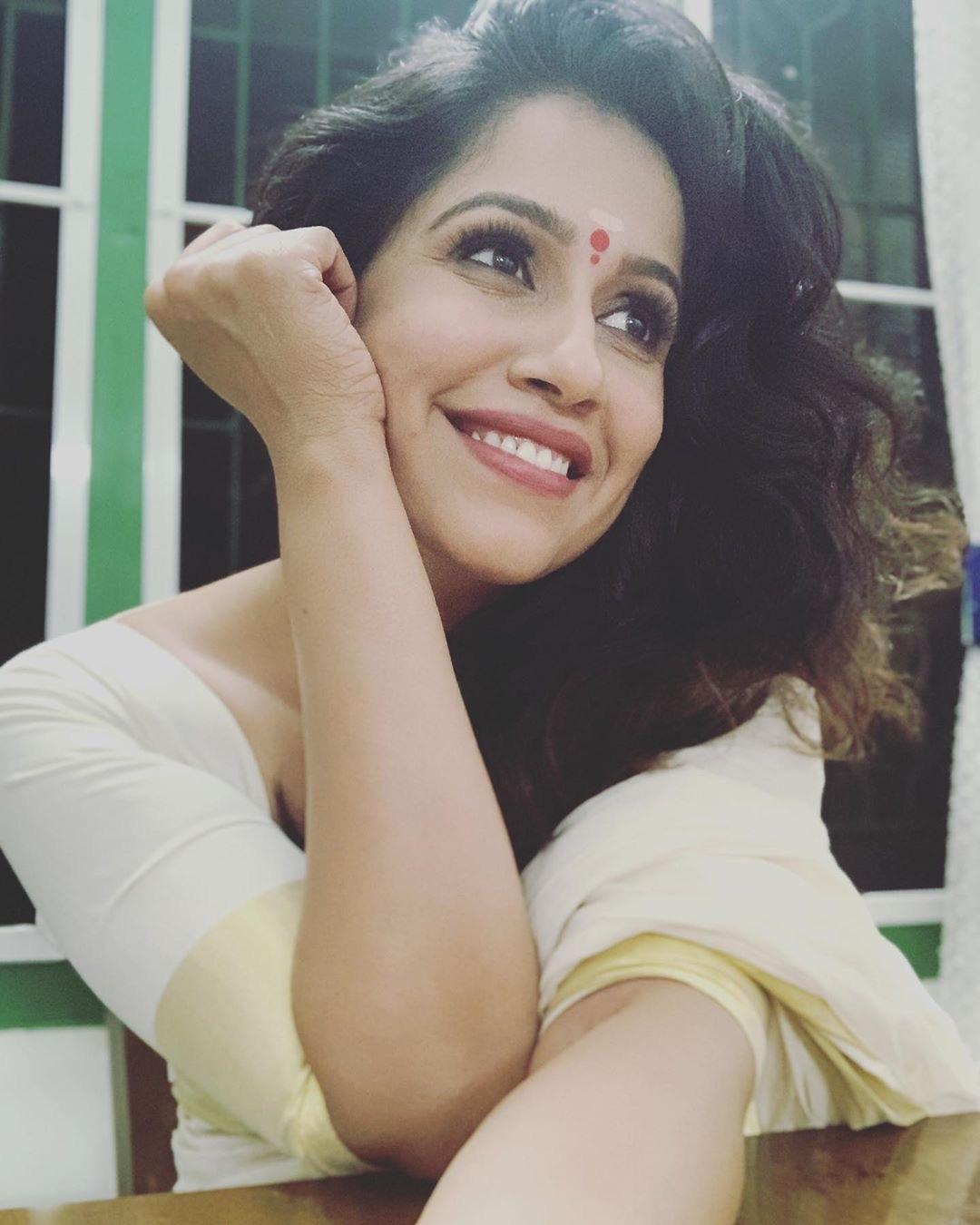 Rajini Haridas hot in white onam saree Navel Queens