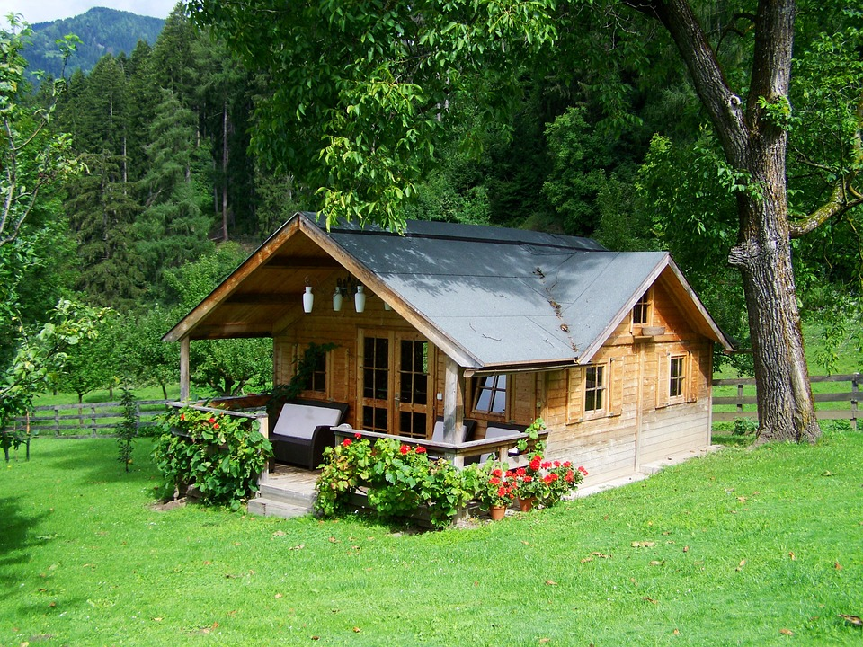 small-wooden-house-906912_960_720.jpg