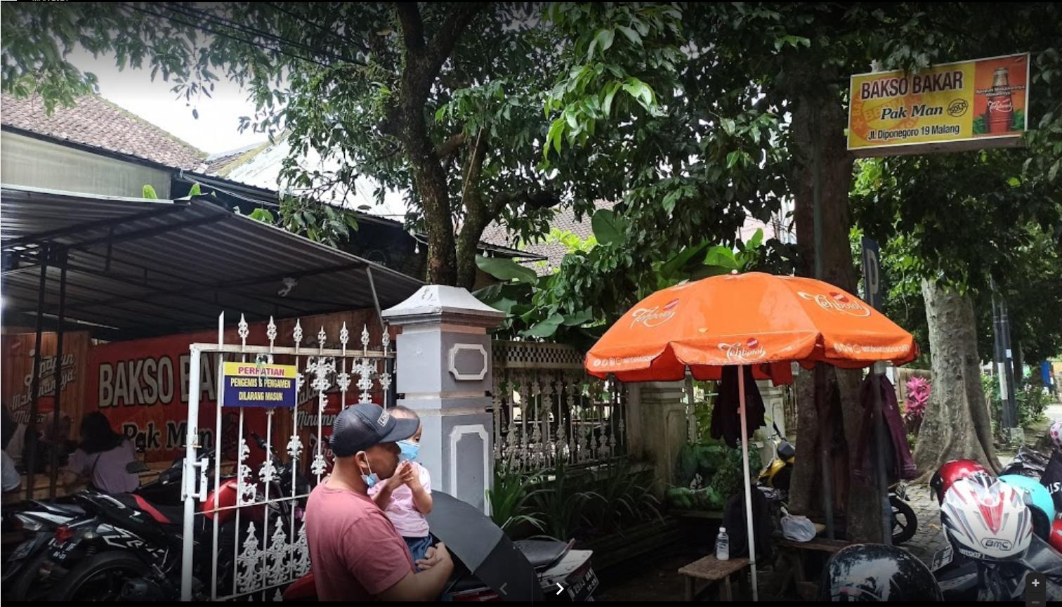 Memberikan gambaran mengenai lokasi Bakso Bakar Pak Man yang merupakan salah satu bakso enak dan murah di Malang
