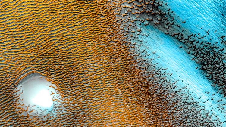 Vệ tinh Odyssey đã tìm thấy các mảng băng dưới bề mặt của sao Hỏa ở những vùng có vĩ độ thấp