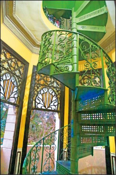 巴利宮2樓是餐廳,經由後方旋轉樓梯可往頂樓天台走。