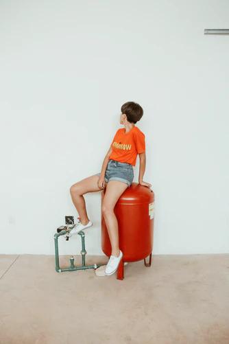 woman following mod fashion