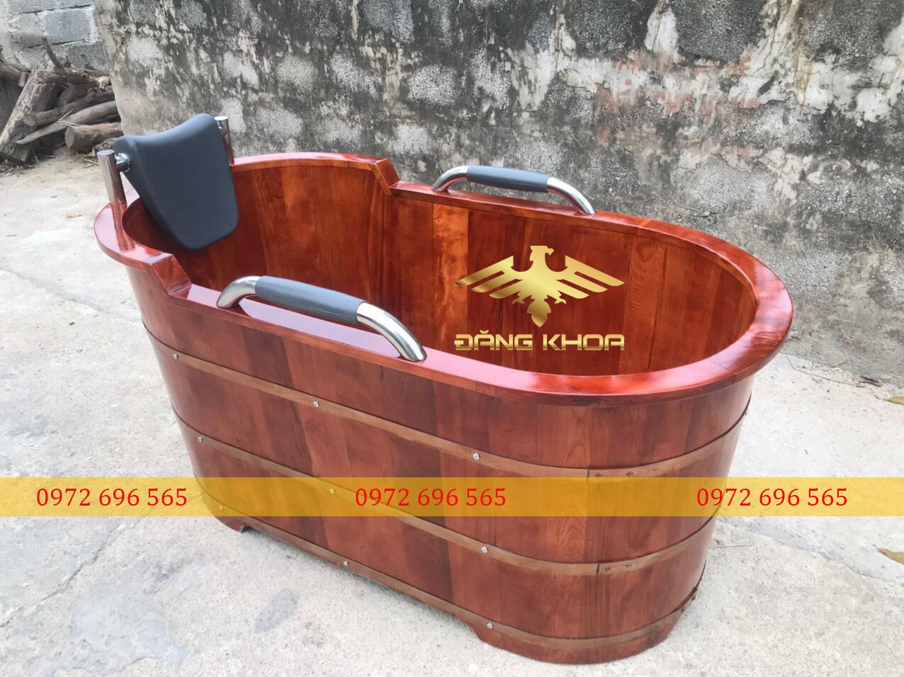 Bồn tắm gỗ sồi hình dáng Oval