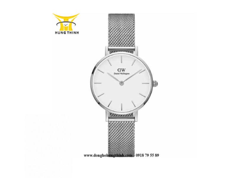 Vẻ ngoài sang trọng của mẫu đồng hồ DW nữ dây vải màu bạc. (Chi tiết sản phẩm tại đây)