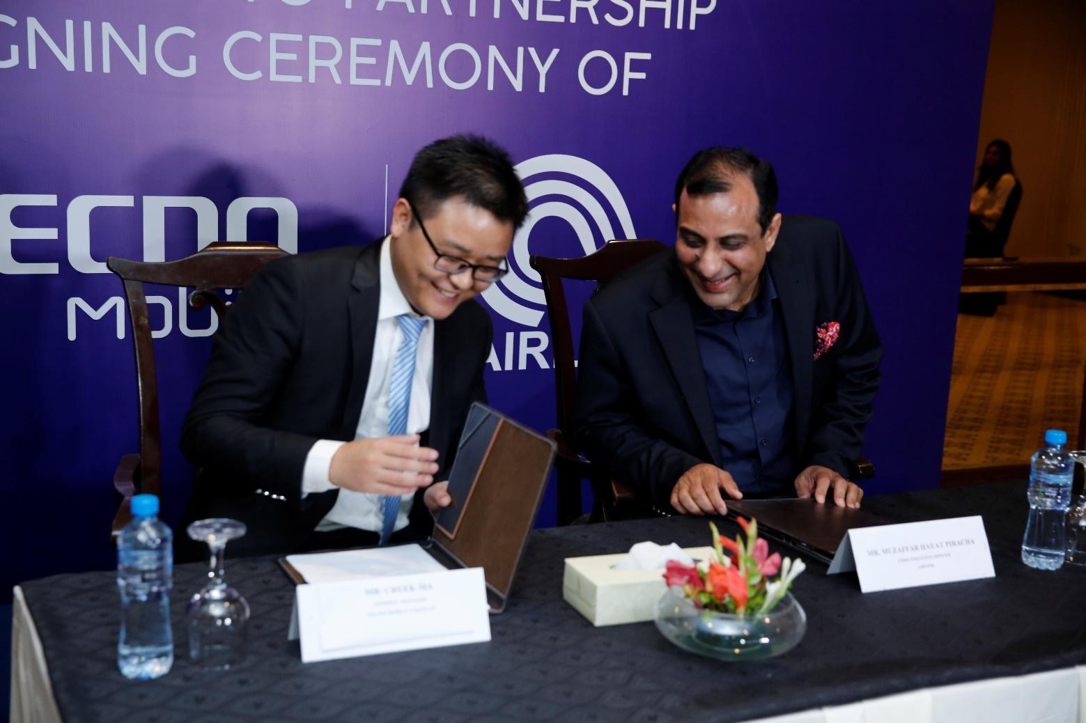 C:UsersSairaDesktopSocial MediaMr. Creek Ma ( CEO Tecno Mobile Pakistan) and Mr Muzaffar Piracha ( CEO Airlink) signing partnership contract.JPG