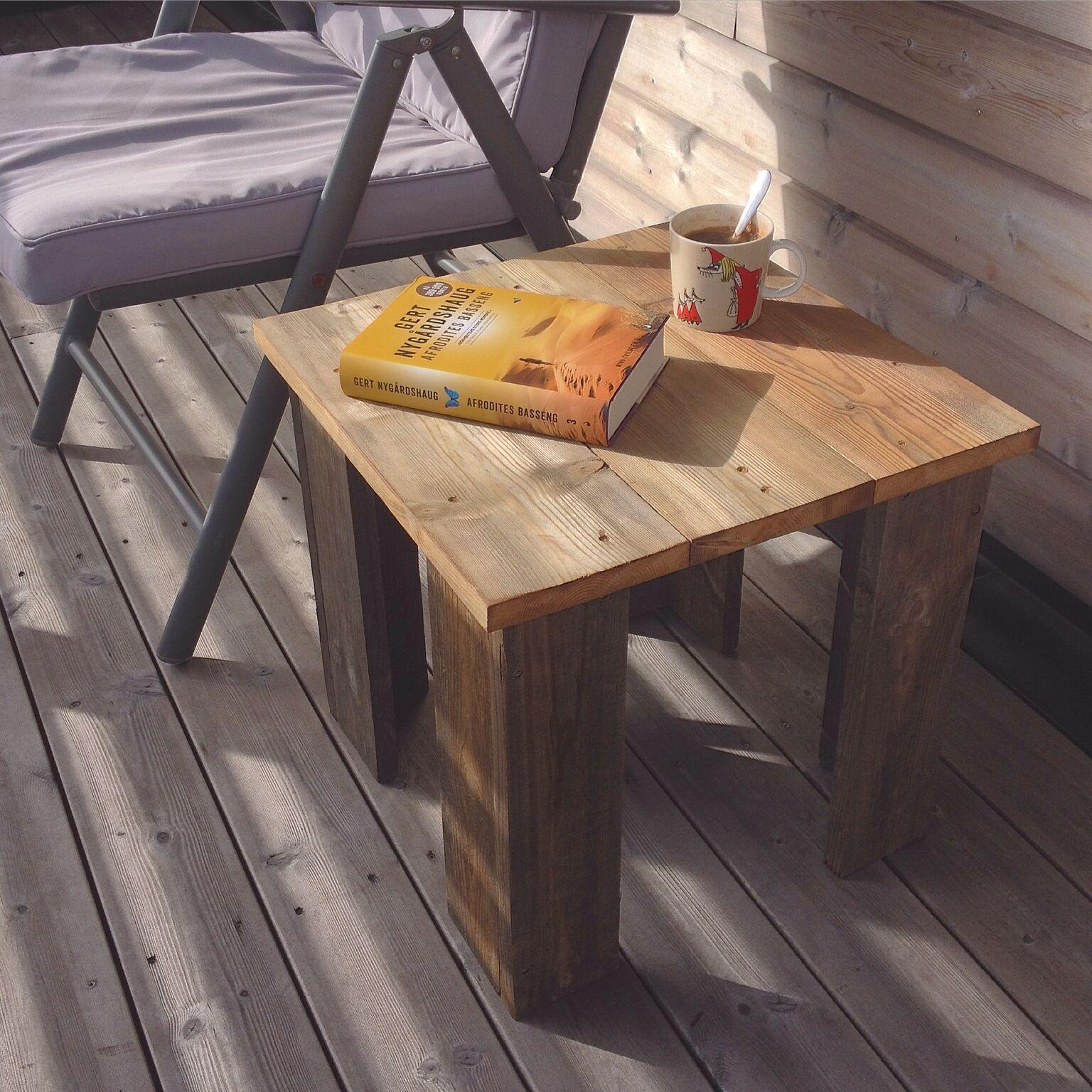 Et charmerende bord af træ