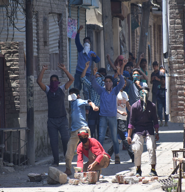 Valley under shut down as Hurriyat calls march to Tral