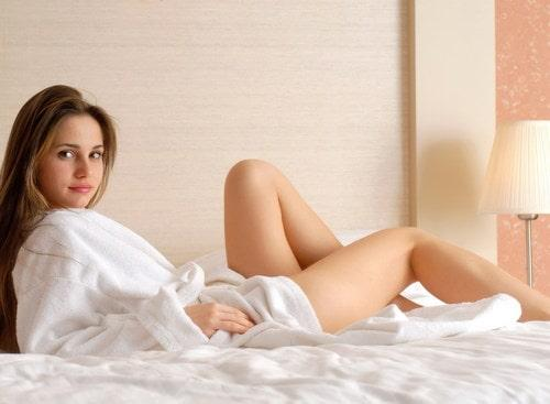C:\Users\anin\Downloads\Stock-Photo-Girl-in-pajamas-lying-on-the-bed-min.jpg