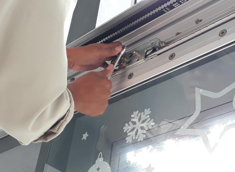 Có nhiều dịch vụ sửa cửa tự động hiện nay nhưng nhìn chung chúng được phân chia dựa vào loại cửa cần sửa chữa.