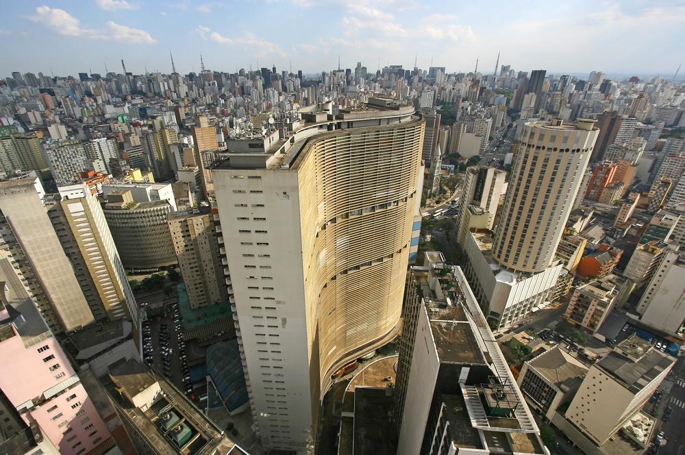 Estudo indicou que bairros ricos de São Paulo recebem até quatro vezes mais investimentos do que os mais pobres. (Fonte: Shutterstock)