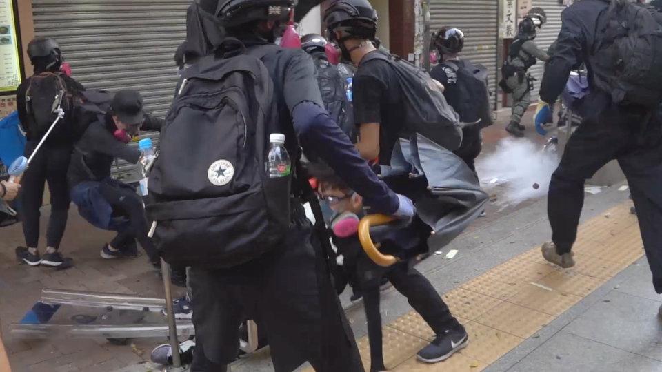 Protestas se avivan en Hong Kong luego de que un estudiante fuera herido por una bala
