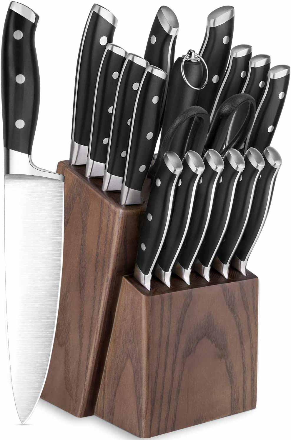 set de différents couteaux de cuisine