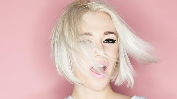 Уход за окрашенными в блонд волосами: советы эксперта - WomanEL