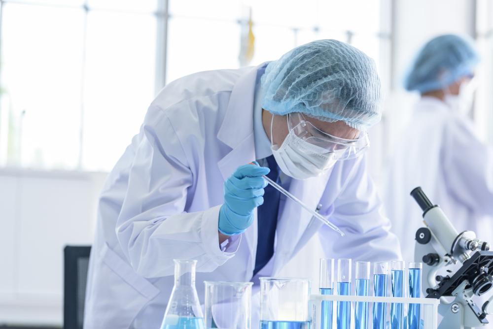 O estudo foi realizado com pacientes internados com quadros moderado e grave de coronavírus. (Fonte: Istockphoto)