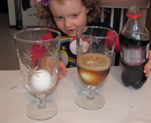 Resultado de imagen de egg soda experiment
