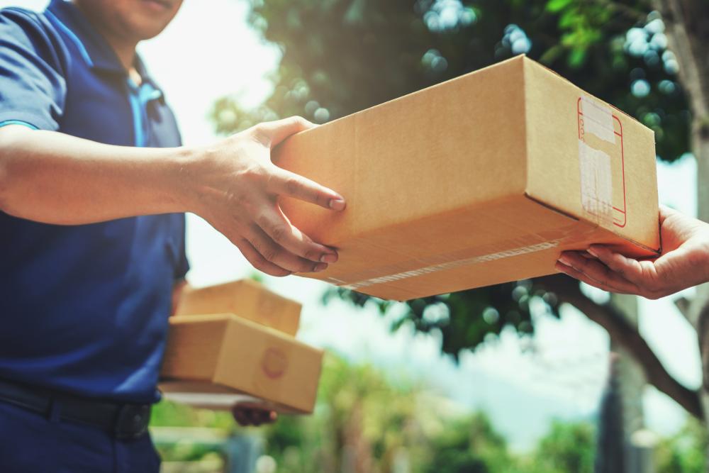 Agar kepuasan pelanggan terjaga, terapkan sejumlah tips pengiriman barang yang aman dan teratur