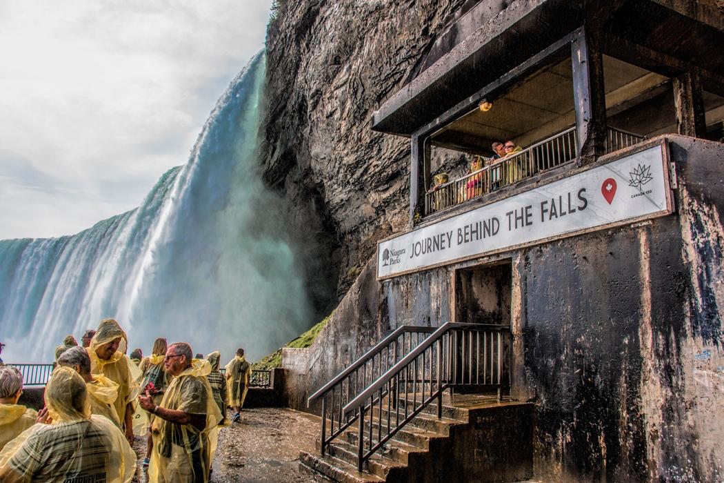 journey_behind_the_falls_observation_deck