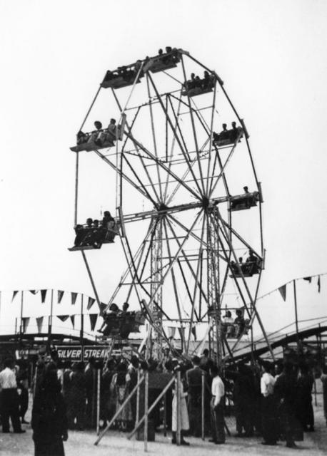 https://gwulo.com/sites/gwulo.com/files/styles/extra-large__640x640_/public/images/luna_park-hong_kong-north_point-003.jpg?itok=rB0vUuK0