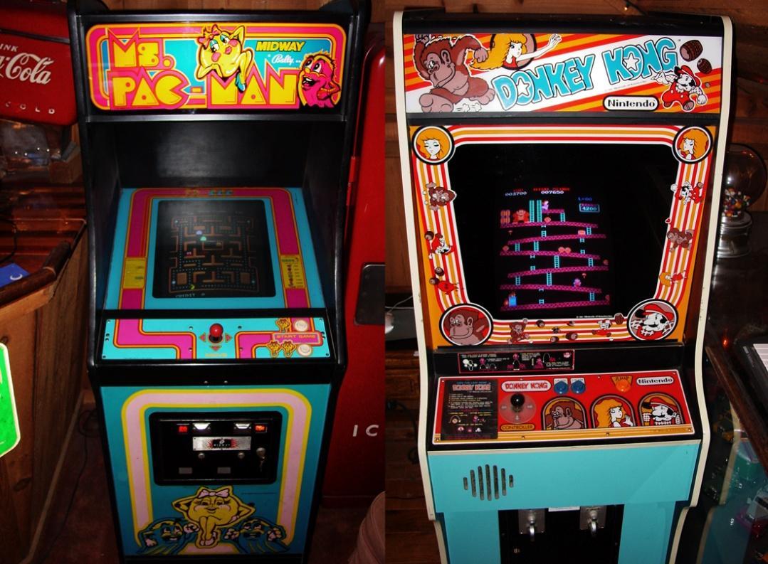 http://upload.wikimedia.org/wikipedia/commons/7/7b/Ms._Pac-Man_%26_Donkey_Kong_-_arcade_cabinets.jpg