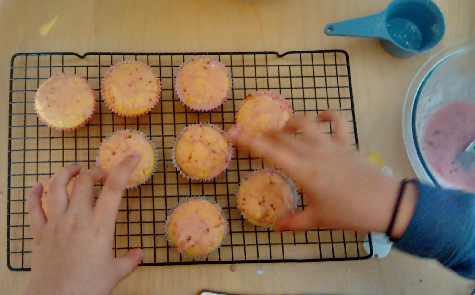 lemon-raspberry cupcakes with yang the hand model