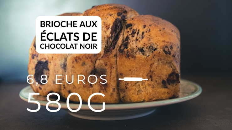 Ingrédients : farine de blé bio T80, oeufs bio, beurre bio, sucre de canne bio, chocolat noir bio, du  levain naturel de seigle, sel de Guérande, eau. La brioche est cuite au four à feu de bois.