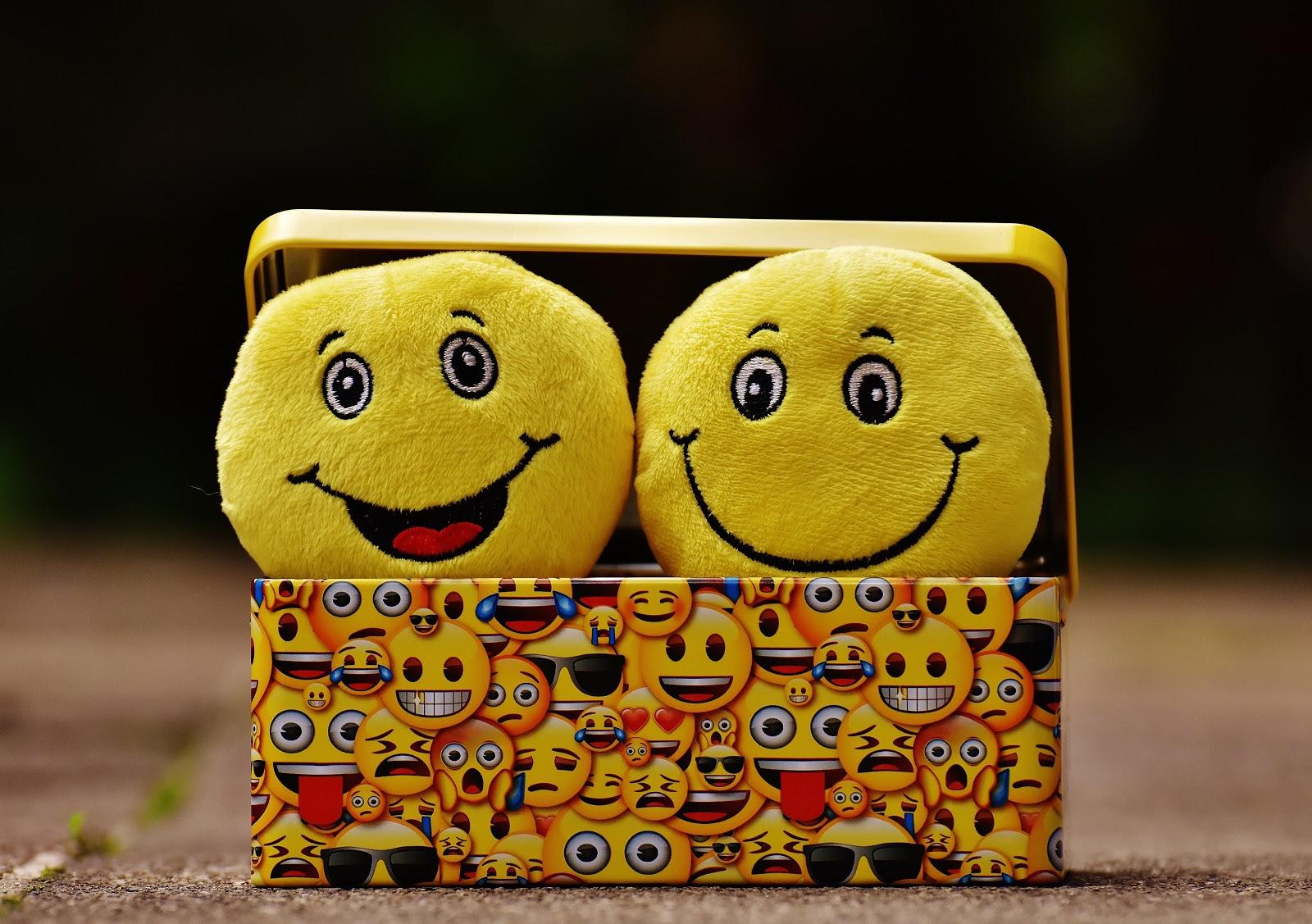 אימוג'י מחייך בתוך קופסא