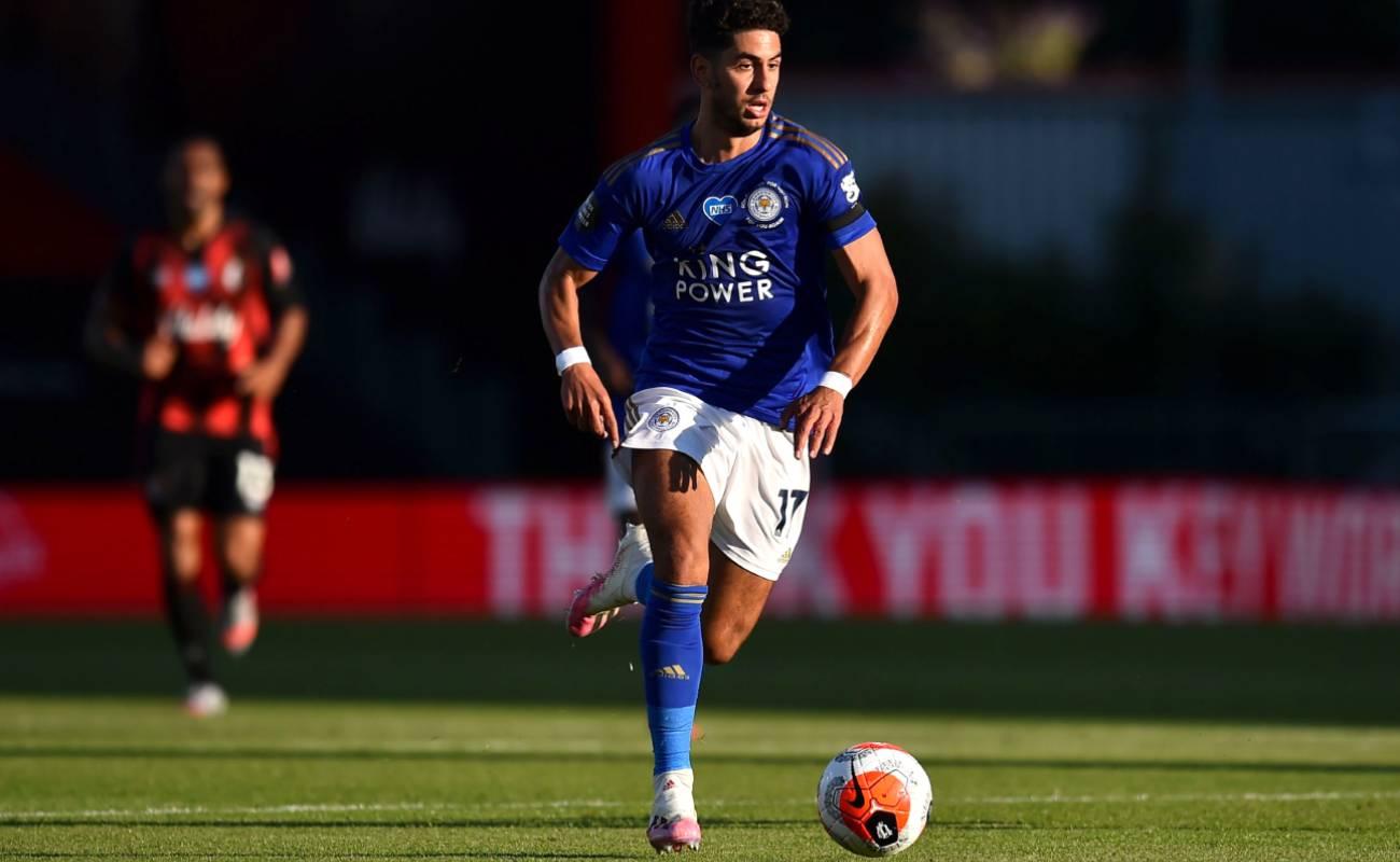Ayoze Pérez of Leicester City dribbling the ball