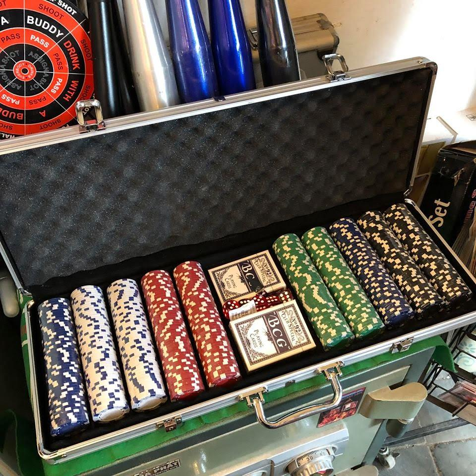 Chip poker trong va li