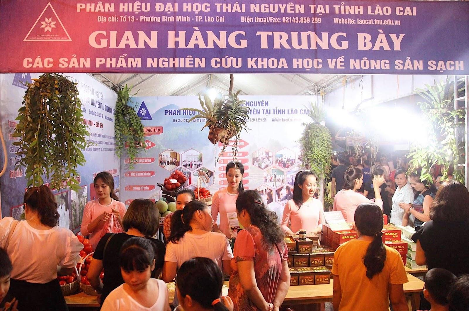 """Phân hiệu Đại học Thái Nguyên tại tỉnh Lào Cai  tham dự trưng bày sản phẩm NCKH tại """"Ngày hội trái cây  và nông sản an toàn Lào Cai 2019"""""""