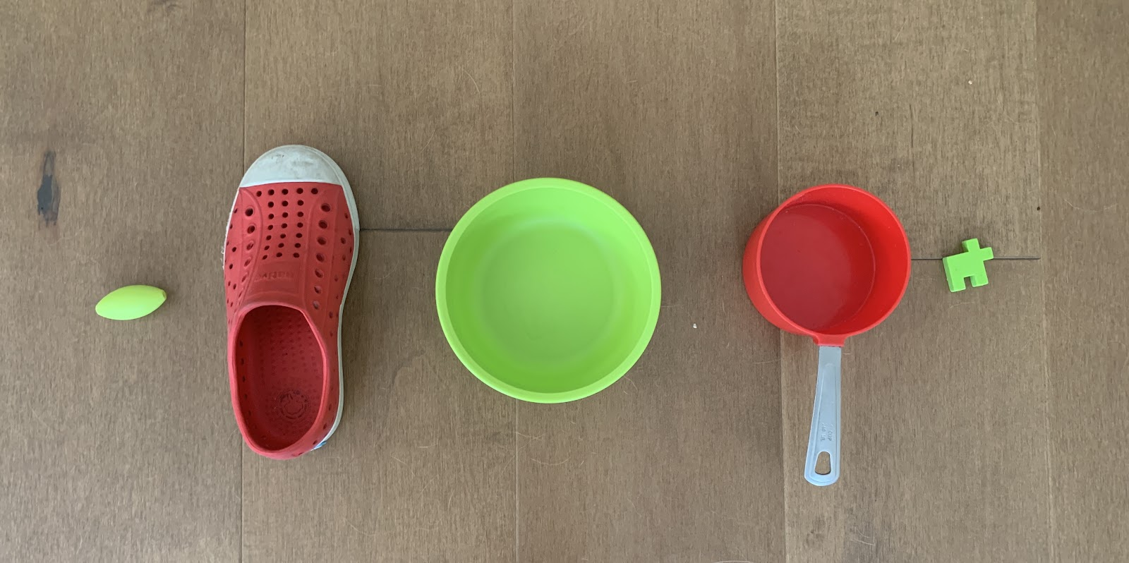 A green bead. A red shoe. A green bowl. A red measuring cup. A green puzzle piece.