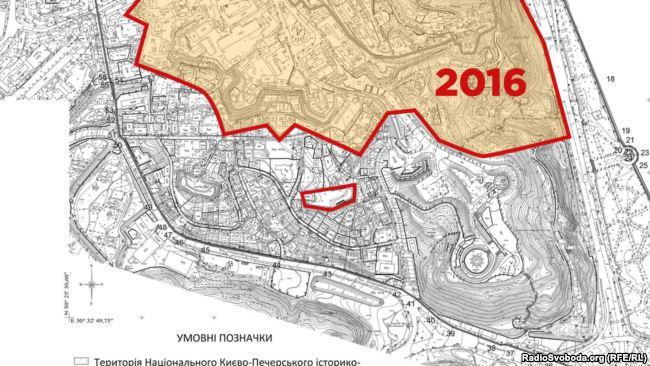 Того місяця вийшов наказ міністра культури Нищука про нові межі буферної зони навколо Лаври - і земля Порошенка опинилася поза нею