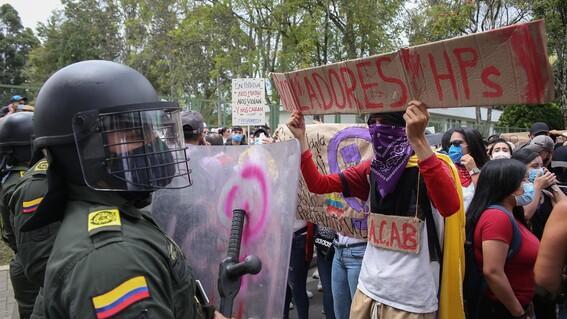Menor se suicida tras denunciar abuso sexual de policías en Colombia - mundo