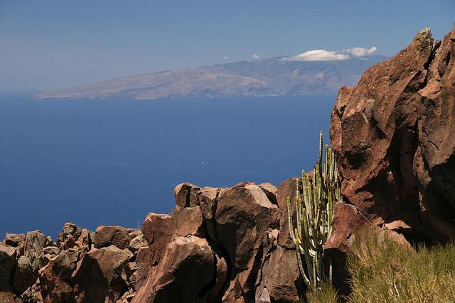 El parque rural de Teno se encuentra en el extremo noroeste de la isla de Tenerife, en el macizo antiguo del mismo nombre. De una forma más o menos triangular, limita en dos de sus lados con el mar y en el tercero con las coladas del edificio central insular. Foto: Javier Sánchez Portero