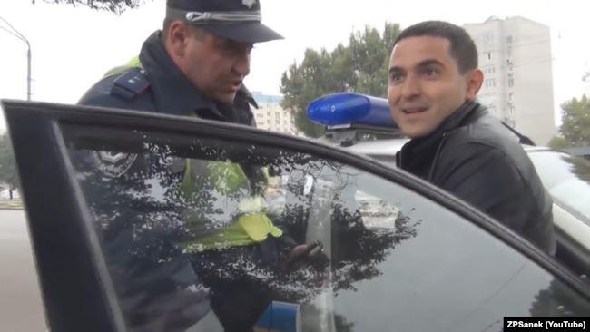 ZPSanek – саме під цим псевдонімом Куницький задовго до приходу в політику здобув популярність у мережі ютуб, спілкуючись з «ДАІшниками», а згодом – і з поліцейськими