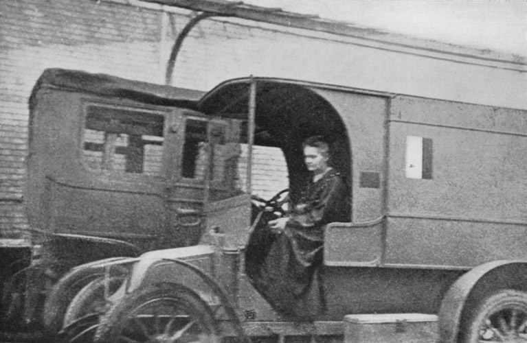 Ficheiro:Marie Curie - Mobile X-Ray-Unit.jpg