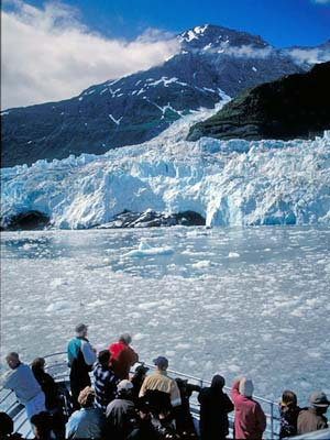 Cruise-ship-Glacier-Bay.jpg