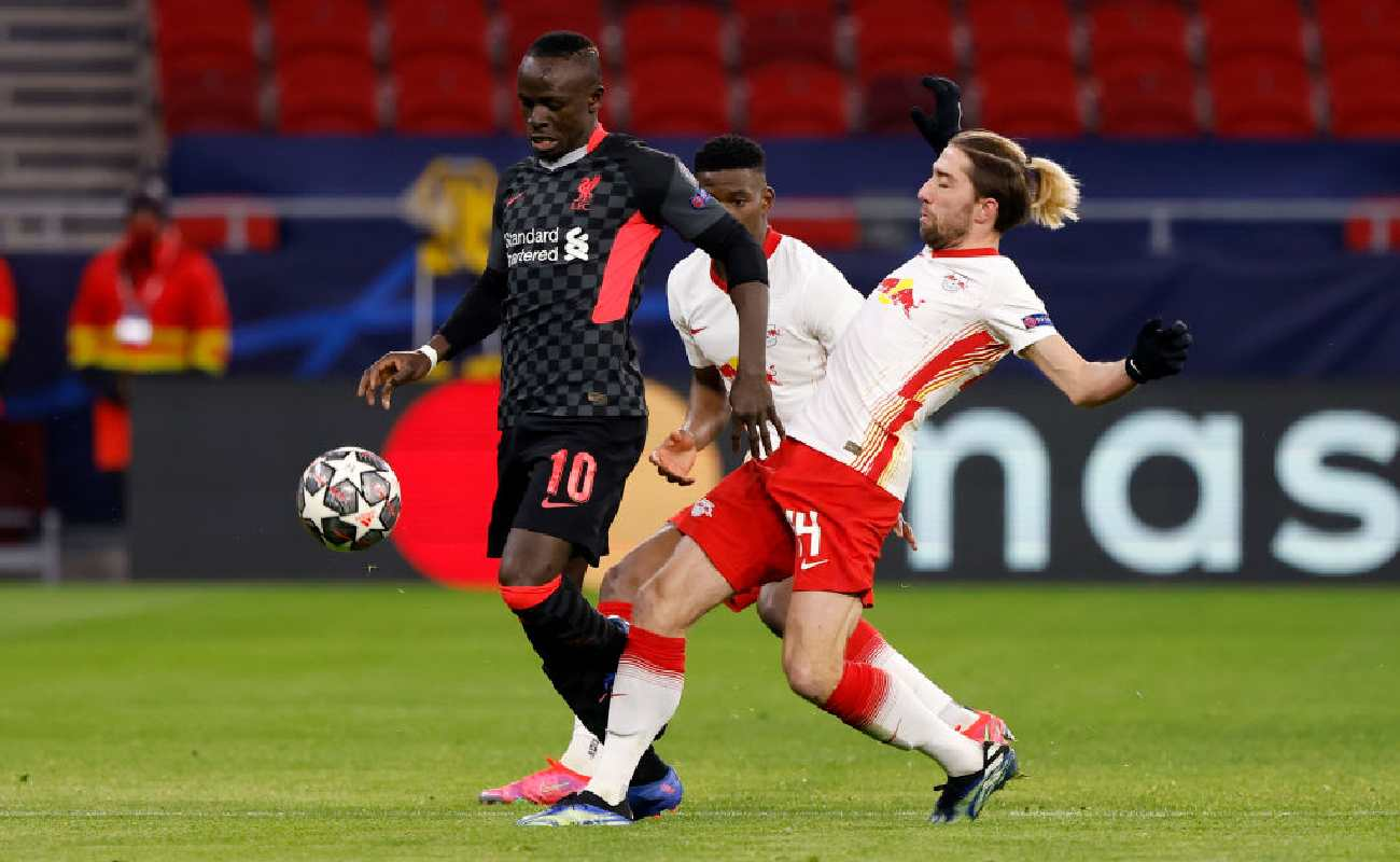 Sadio Mané of Liverpool is tackled by Kevin Kampl of RB Leipzig - Photo by Laszlo Szirtesi/Getty Images