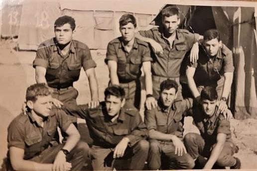 E:\ארכיון סיירת שקד\נופלי סיירת שקד\לניאדו יצחק\תמונות לכתבה\טירונות בסיירת שקד, מאי 1969 צילום באדיבות המשפחה.jpg