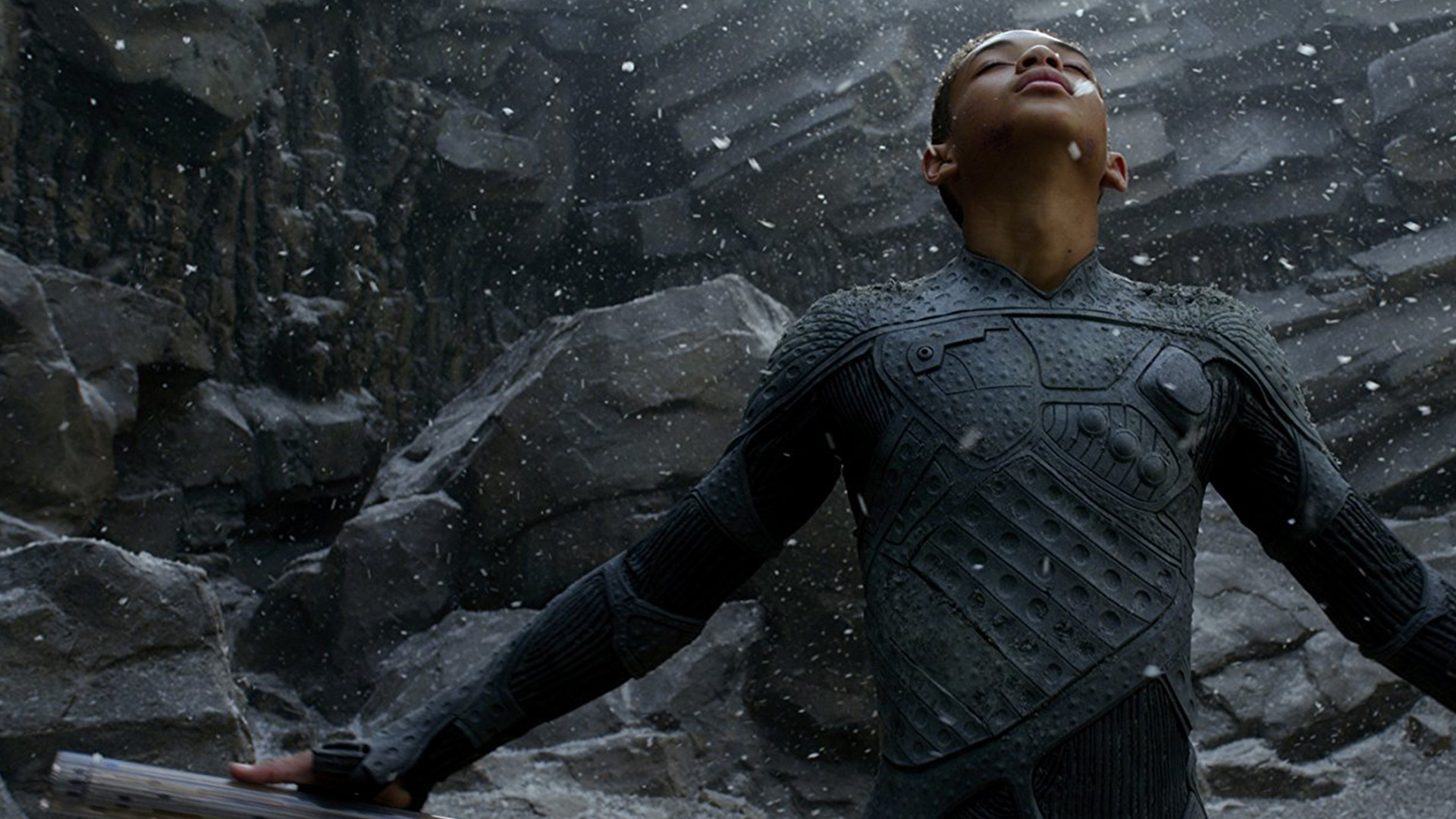 7. After Earth: You can easily make out one thing after watching the movie, that the film's makers were so lazy. So many of us thought that it would be a great sci-fi movie, but it sucked so bad.
